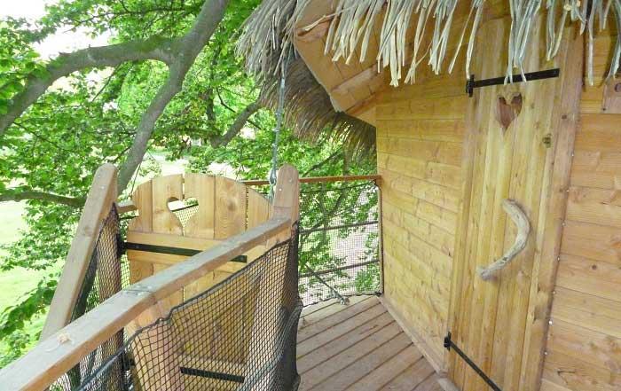 Cabane dans les arbres entree Baie de Somme