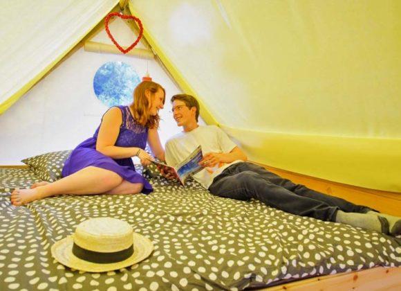 Lit confortable dans votre tente perchee a Miannay